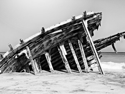 decaying-boat